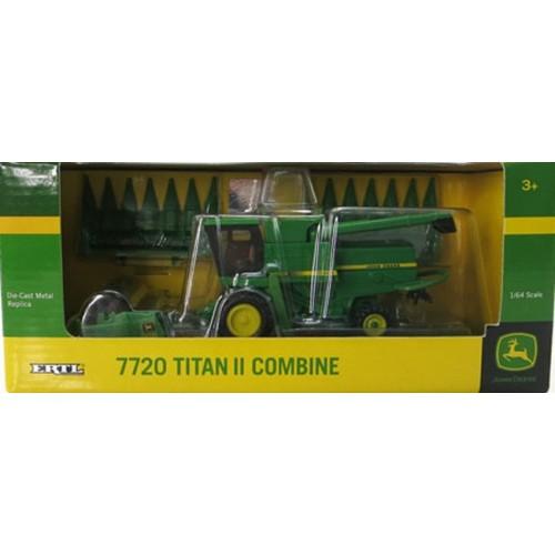 John Deere 7720 Titan II Combine