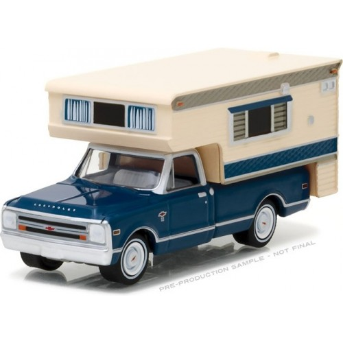 Hobby Exclusive - 1968 Chevrolet C-10 with Large Camper