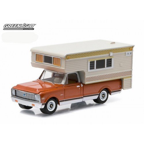 Hobby Exclusive - 1971 Chevrolet C10 Cheyenne with Large Camper