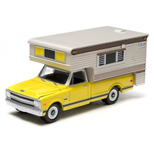 Hobby Exclusive - 1970 Chevrolet C10 Cheyenne with Large Camper