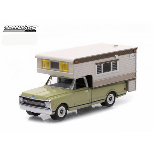 Hobby Exclusive - 1969 Chevrolet C10 Cheyenne with Large Camper