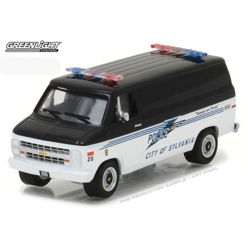 Hot Pursuit Series 24 - 1985 Chevy G20 Van Sylvania Police