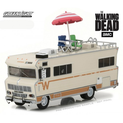 HD Trucks Series 10 - 1973 Winnebago Chieftain with Umbrella and Chairs