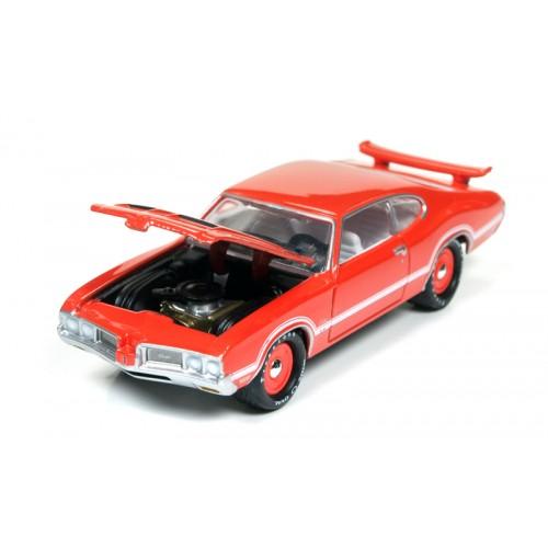 Johnny Lightning Muscle Cars U.S.A - 1970 Olds Cutlass S W-31