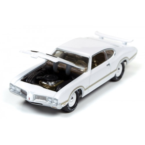Johnny Lightning Muscle Cars U.S.A - 1970 Olds Cutlass S W-31