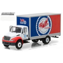 HD Trucks Series 11 - International DuraStar Box Truck Pure Oil