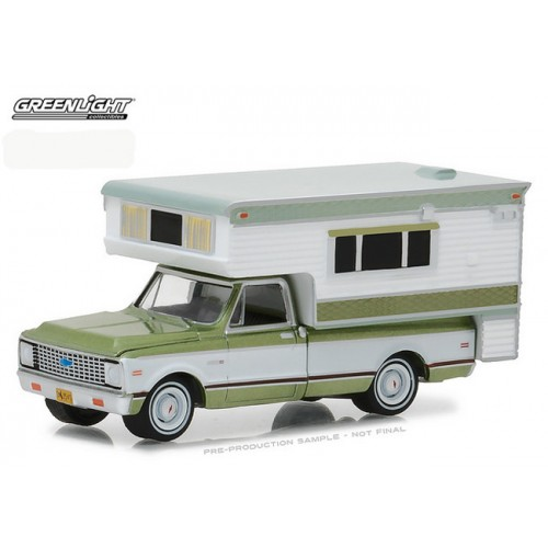 Hobby Exclusive - 1972 Chevy C-10 Cheyenne with Large Camper