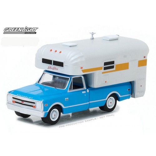 Hobby Exclusive - 1968 Chevy C-10 Cheyenne with Silver Streak Camper