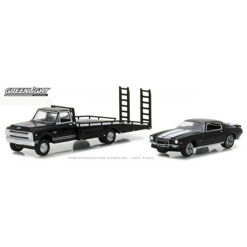 Hobby Exclusive - 1970 Chevrolet C30 Ramp Truck with 1971 Chevrolet Camaro