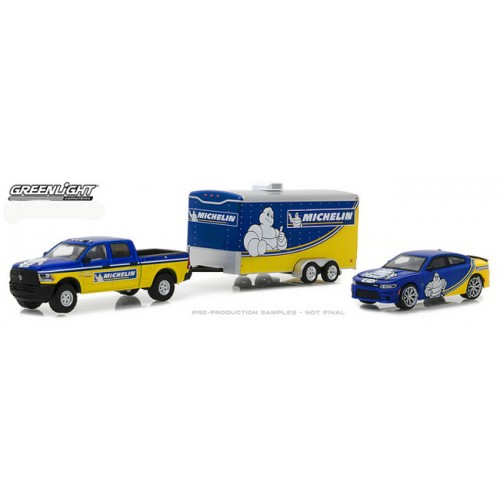 Greenlight Racing Hitch and Tow Series 1 - 2017 RAM with 2017 Dodge Hellcat