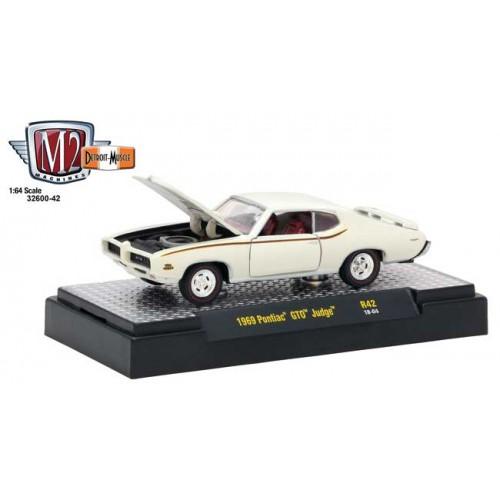 M2 Machines Detroit Muscle Release 42 - 1969 Pontiac GTO Judge
