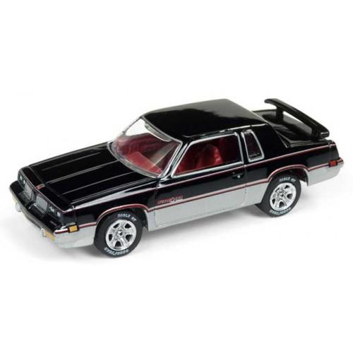 Johnny Lightning Muscle Cars USA - 1983 Olds Cutlass