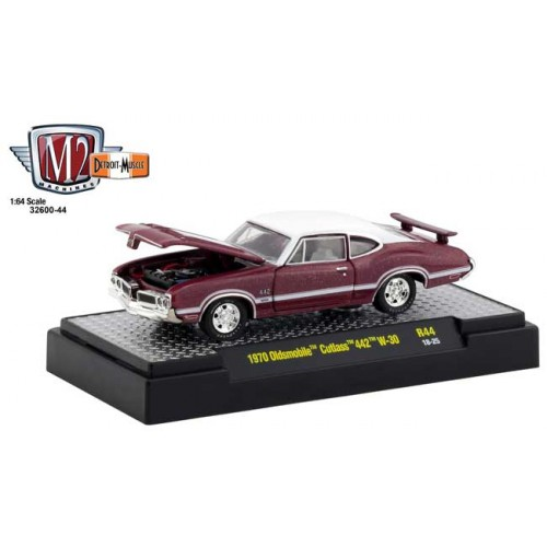 M2 Machines Detroit Muscle Release 44 - 1970 Oldsmobile Cutlass 442 W-30
