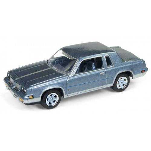 Johnny Lightning Muscle Cars U.S.A. - 1983 Oldsmobile Cutlass