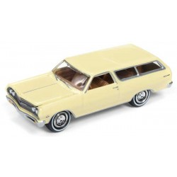 Johnny Lightning Classic Gold - 1965 Chevy Chevelle Wagon