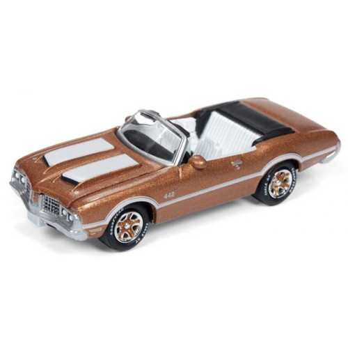 Johnny Lightning Classic Gold - 1972 Olds Cutlass 442