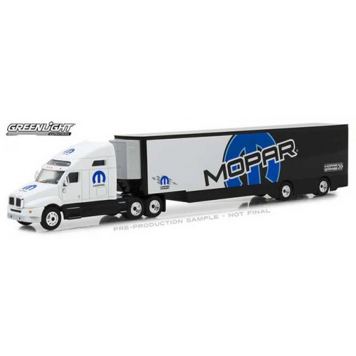 Greenlight Hobby Exclusive - 2018 Kenworth T2000 Mopar Transporter