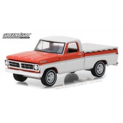 Greenlight Hobby Exclusive - 1971 Ford F-100 Short Bed with Cover
