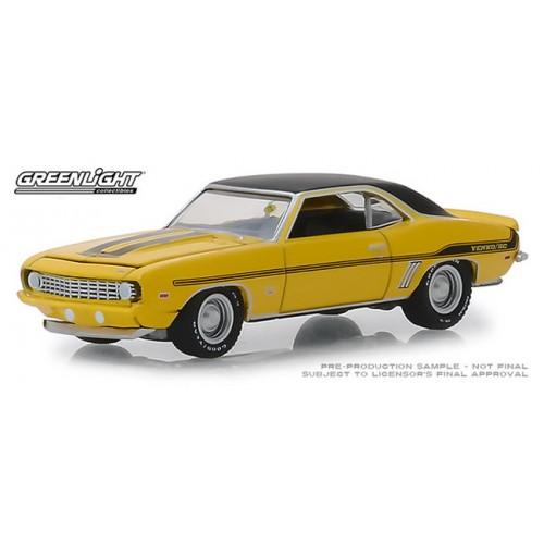 Greenlight Mecum Auctions Series 3 - 1969 Chevy Yenko Camaro