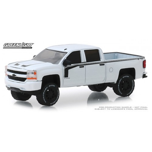 Greenlight All-Terrain Series 8 - 2017 Chevy Silverado Rally 2