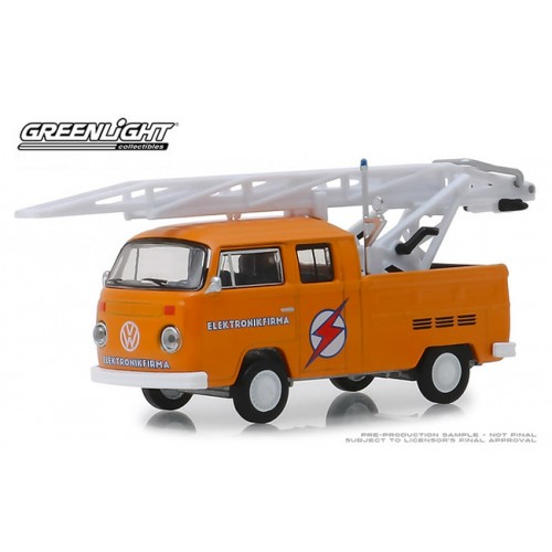 Greenlight Club Vee-Dub Series 9 - 1972 Volkswagen Type 2 Double Cab Truck with Ladder