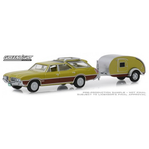 Greenlight Hitch and Tow Series 17 - 1971 Oldsmobile Vista Cruiser and Teardrop Trailer