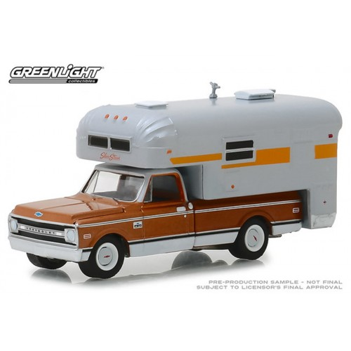 Greenlight Hobby Exclusive - 1970 Chevy C-10 with Silver Streak Camper