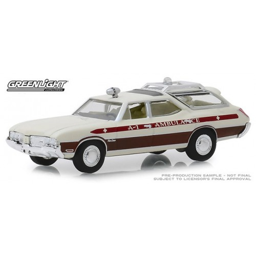 Greenlight Hobby Exclusive - 1970 Oldsmobile Vista Cruiser Ambulance