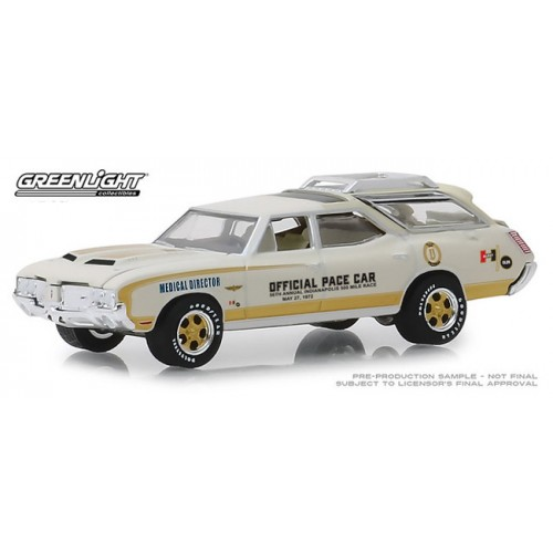 Greenlight Hobby Exclusive - 1972 Oldsmobile Vista Cruiser Pace Car Medical Director