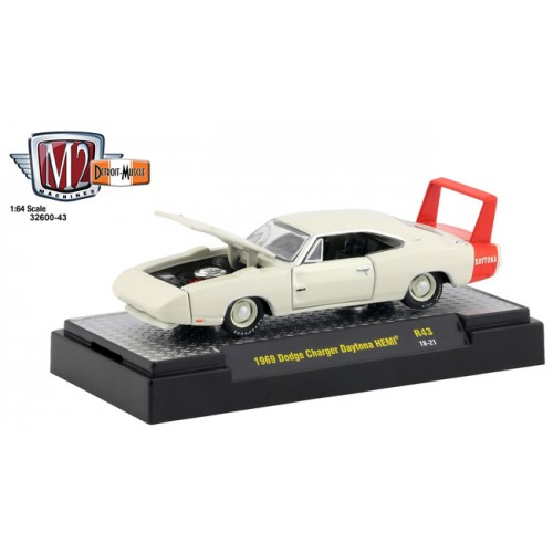 M2 Machines Detroit Muscle Release 43 - 1969 Dodge Charger Daytona HEMI