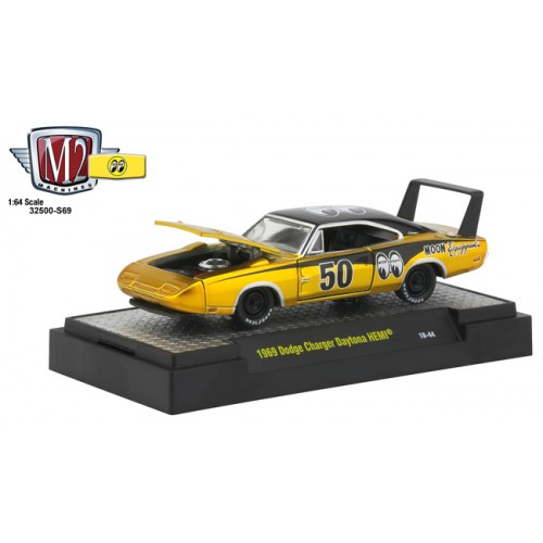 M2 Machines Mooneyes Liquid Gold - 1969 Dodge Charger Daytona HEMI
