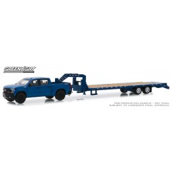 Greenlight Hitch and Tow Series 18 - 2019 Chevy Silverado with Gooseneck Trailer