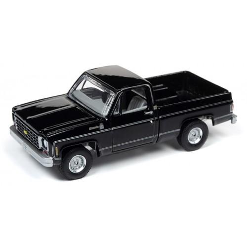 Auto World Premium 2019 Release 4B - 1975 Chevrolet Silverado