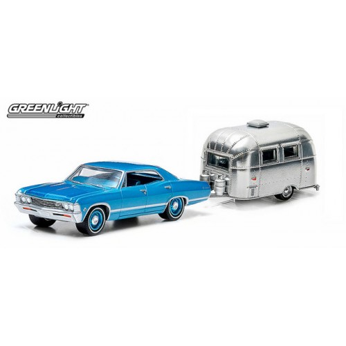 Greenlight Hitch and Tow Series 1 - 1967 Chevy Impala Sport Sedan and Airstream Bambi