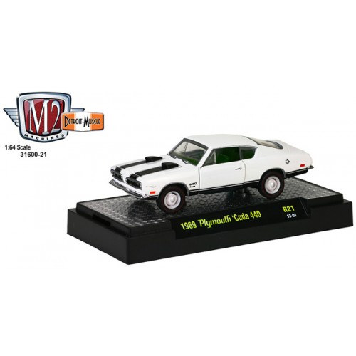 M2 Machines Detroit Muscle Release 21 - 1969 Plymouth Cuda 440 Clamshell Package