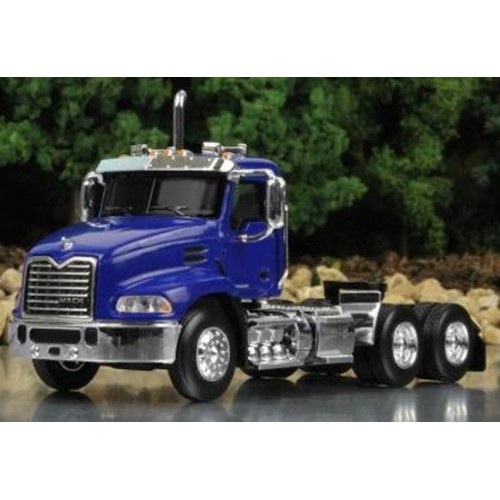 Mack Pinnacle Day Cab in Blue