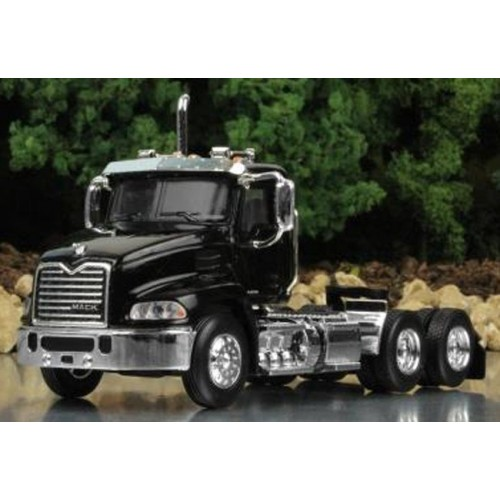 Mack Pinnacle Day Cab in Black