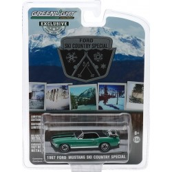 Greenlight Hobby Exclusive - 1967 Ford Mustang Coupe Ski Country Special