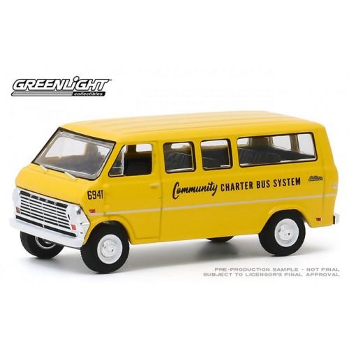 Greenlight Hobby Exclusive - 1968 Ford Club Wagon School Bus