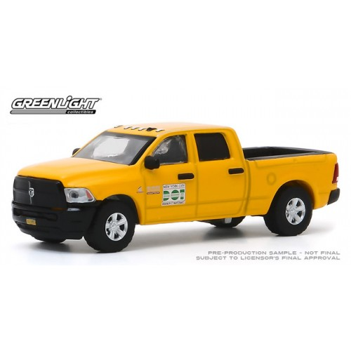 Greenlight Hobby Exclusive - 2017 RAM 2500 NYC DOT