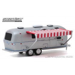 Greenlight Hitched Homes Series 8 - 1972 Airstream Double-Axle Land Yacht Safari