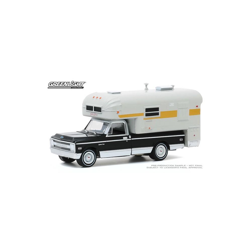 Greenlight Hobby Exclusive - 1969 Chevrolet C-10 Cheyenne with Silver Streak Camper