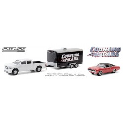 Greenlight Hollywood Hitch and Tow Series 8 - 2014 RAM 1500 with 1968 Dodge Charger R/T Counting Cars