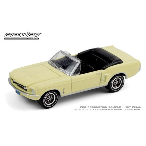 Greenlight Hobby Exclusive - 1967 Ford Mustang Convertible High Country Special
