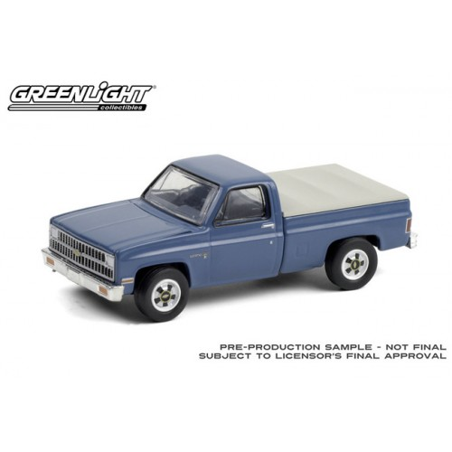 Greenlight Blue Collar Series 8 - 1981 Chevrolet Custom Deluxe 20 with Bed Cover