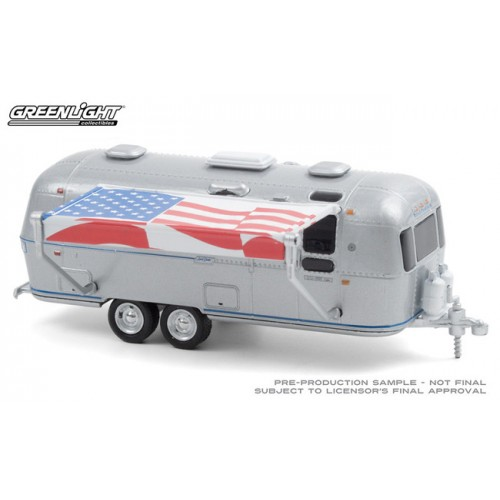 Greenlight Hitched Homes Series 9 - 1972 Airstream Double-Axle Land Yacht Safari