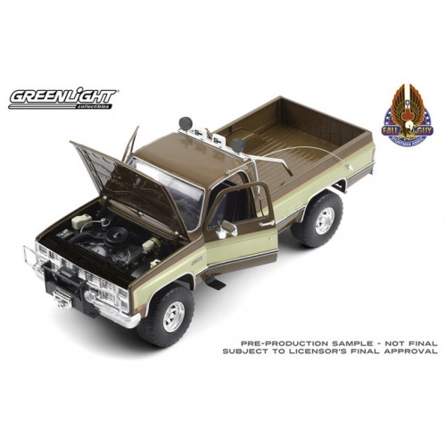 Greenlight Fall Guy Stuntman Association - 1982 GMC K-2500 Sierra Grande Wideside Truck