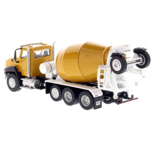 Diecast Masters CAT CT660 McNeilus Bridgemaster Concrete-Mixer