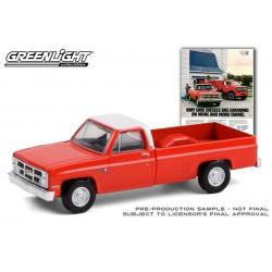 Greenlight Vintage Ad Cars Series 4 - 1984 GMC Sierra 2500 Truck