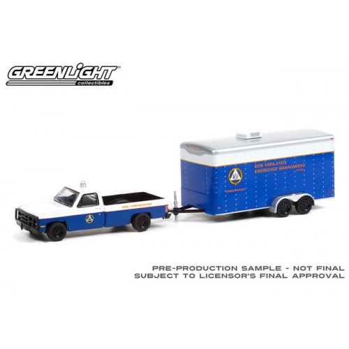 Greenlight Hitch and Tow Series 22 - 1987 Chevrolet M1008 with Communications Trailer